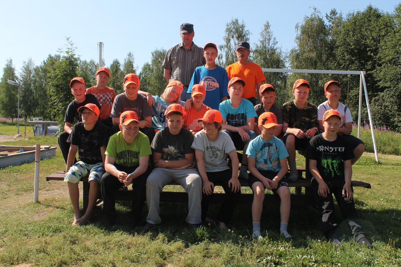 Nuorten eräleirillä Livon koululla pystyy suorittamaan metsästäjätutkinnon. Kuva: Minna Perttu