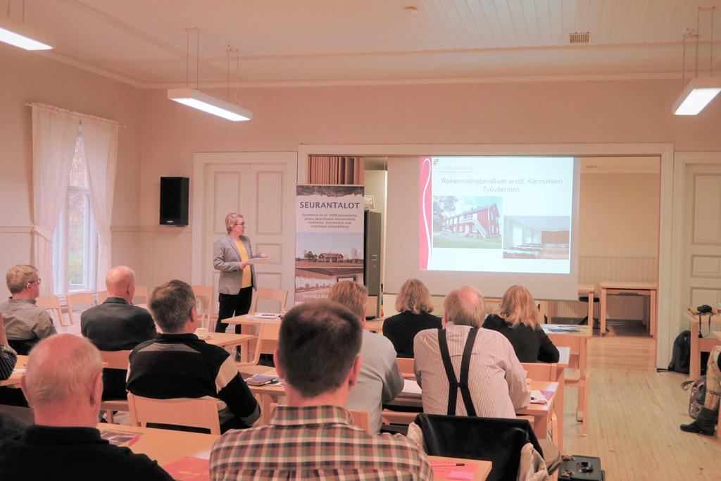 Kokkolan Snellmankotiin kokoontui lokakuussa salillinen seurantalotoimijoita keskustelemaan hyvästä korjaustavasta.