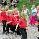 Lpset esiintyvät kaupunginosajuhlassa Helsingissä 2013.
