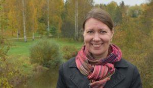 Kuva Riina Koivistosta peltomaisemassa.